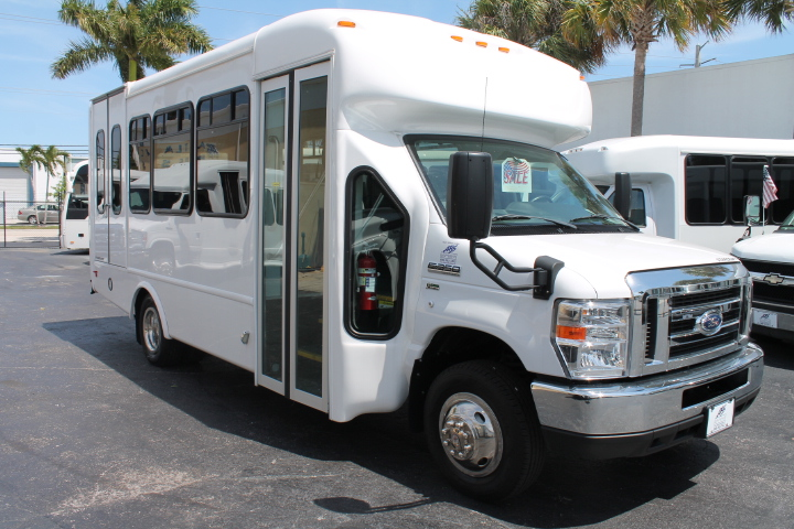 2018 Starcraft Ford Allstar Multi Wheelchair Shuttle Bus